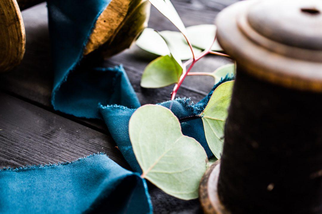 florists, kāzu florists, kāzu ziedi, kāzu dekorēšana, zīda lentas, kāzas, kāzu pušķis, pušķis, dekori