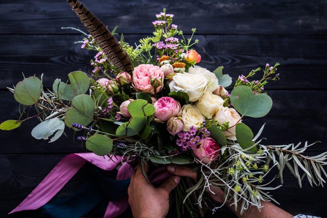 ziedi, ziedi uz pasūtijuma, ziedu kompozīcijas, ziedu piegāde, kāzu ziedi, kāzu pušķis, florists, kāzu floristika,ziedu kaste, flowers, weding flowers